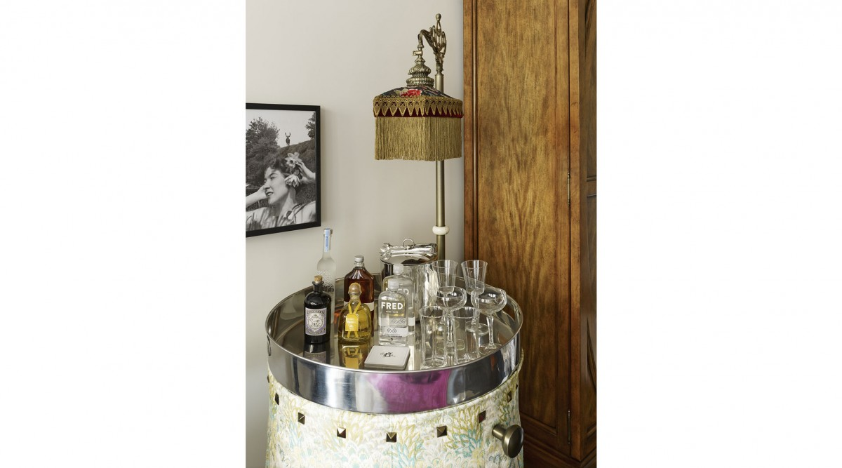 6_the_beekman_superior_queen_cocktail_table_1-1200x667